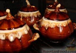 Куриные сердечки с овощами и грибами (в горшочке): Накрыть крышками горшочки и поставить в духовку, разогретую до 180 градусов. Готовить куриные сердечки с овощами и грибами в горшочках в течение 50 минут.