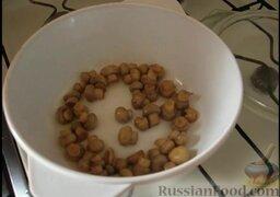 Восточный суп с кунжутом и маринованными шампиньонами: Как приготовить восточный суп с кунжутом и грибами:    Приготовление начинаем с того, что в сотейнике обжариваем грибы на растительном масле без запаха.