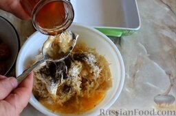 Картофельная запеканка с фрикадельками: К тёртому картофелю добавить 3 ст. ложки рассола.