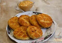 Картофельные биточки: Биточки из картофельного пюре готовы.   Картофельные биточки можно подавать в качестве гарнира или как самостоятельное блюдо. Я подавала с грибным соусом (рецепт см. в списке ингредиентов).  Готовьте с удовольствием!