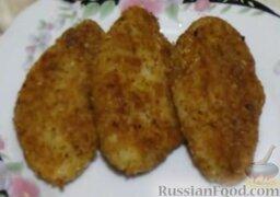 Капустные котлеты (без яиц): Капустные котлеты с манкой подавать со сметаной и зеленым луком.