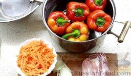 Перец фаршированный: Подготовить ингредиенты для приготовления фаршированного перца с мясом и рисом.