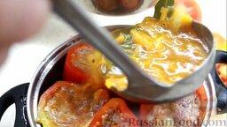 Перец фаршированный: Томатным соусом залить в фаршированный перец.