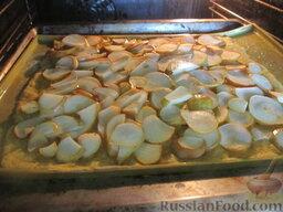 Морковный пирог с грушами: Отправляем морковный пирог с грушами в духовой шкаф, выпекаем при 190 градусах. Ожидаем того момента, когда подрумянится тесто.