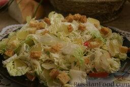 Сырный салат с пекинской капустой и сухариками