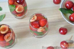 Десерт c черешней: Залить черешни c мятой виноградным соком c желатином.