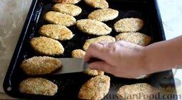 Куриные котлеты без яиц (в духовке): Затем перевернуть и запекать куриные котлеты в духовке еще 10 минут.