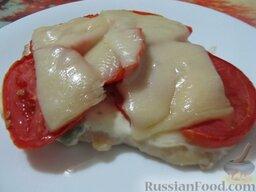 Куриные отбивные, запеченные с помидорами и сыром