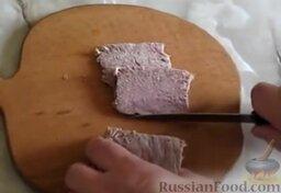 Заливное из говядины: Говядину нарезать тонкими слайсами.