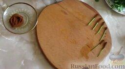 Заливное из говядины: Один край веточки петрушки без листьев обмакнуть в бульоне с желатином и обвалять в молотом кофе.