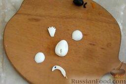 Заливное из говядины: Из перепелиного яйца сделать туловище, крылышки, хвост и голову лебедя.