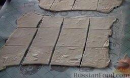 Венгерские ватрушки: Каждый пласт разрезаем на квадратики или ромбики.