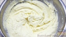 Творожная запеканка с манкой (в мультиварке): Перебить блендером до состояния мусса. Оставить тесто на 20 минут, чтобы набухла манка.