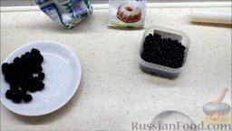 Ягодный смузи из ежевики и голубики: Подготовить ингредиенты для суперполезного ягодного смузи из ежевики и голубики. Перед приготовлением ежевику замочить в воде на 15 минут, слить воду и залить новой на 5 минут.