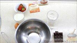 Блины с корицей, клубникой и шоколадной глазурью: Подготовить ингредиенты для тонких блинов с корицей на молоке.