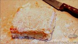 Маршмеллоу в домашних условиях: Смешать крахмал с сахарной пудрой и обвалять маршмеллоу в этой смеси.
