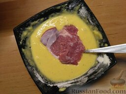 Отбивные с сыром и помидорами: Разогрейте тем временем сковородку, влейте в нее масло.
