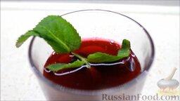 Морс из черной смородины с корицей: Морс из черной смородины с корицей готов. Подавать, украсив мятой.