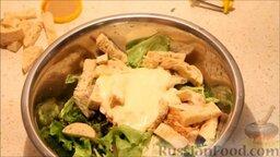 """Салат """"Цезарь"""": Заправить салат"""