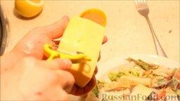 """Салат """"Цезарь"""": Очень тонко нарезать сыр."""