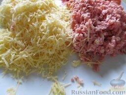"""""""Ложная"""" пицца на хлебе: Как приготовить пиццу на хлебе:    Сыр и колбасу натрите на терке."""