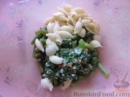 Салат из стручковой фасоли и макарон: Макароны отварите в подсоленной воде до состояния