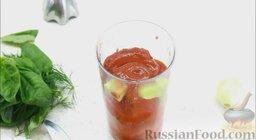 Гаспачо (холодный томатный суп): В чашу блендера поместить помидоры, огурцы, а также помидоры, консервированные в томатном соку, и томатный сок. Все перебить блендером.