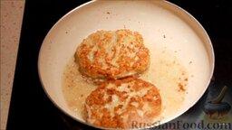 Чизбургер: Обжарить котлеты с двух сторон.