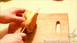 Чизбургер: Булочки разрезать вдоль пополам. Отправить в духовку, чтобы они слегка подсушились.