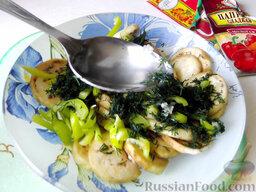 Остренькие баклажаны в аэрогриле: Влейте к овощам растительное масло (предпочтительно оливковое).