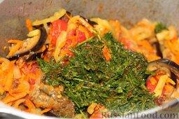 Аджапсандали (тушеные овощи): Забрасываем эту зеленую ароматную смесь в нашу емкость, где тушатся овощи.