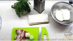 Пирог с двумя начинками: с брынзой и мясным фаршем: Подготовить ингредиенты для пирога с двумя начинками.