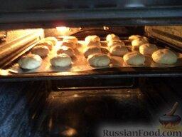Печенье на рассоле: Поставьте противень на среднюю полку.
