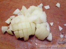 Картофель тушеный как гарнир: Как приготовить картофель тушеный как гарнир:    Лук очистить и мелко нарезать.