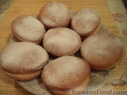 Пирожки с повидлом: Готовые пирожки с повидлом посыпать сахарной пудрой или мелким сахаром.  Приятного аппетита!