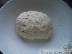 Пирожки с повидлом: Затем добавить яйца, оставшееся молоко и замесить тесто. Оставить еще на 50-60 минут.