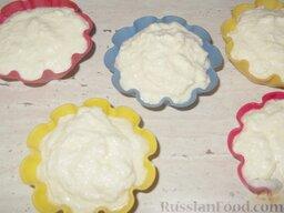 Крем творожный: Если крем будет использоваться как десерт, переложить его в формы и поставить в холодильник для застывания на 3-4 часа.