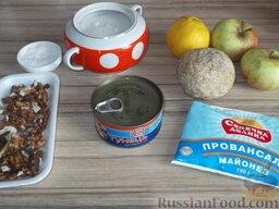 Салат из консервированного тунца с яблоками и сельдереем: Подготовить продукты для салата из тунца с яблоком и сельдереем.