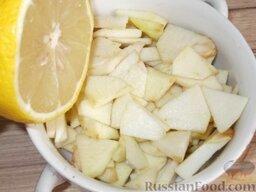 Салат из консервированного тунца с яблоками и сельдереем: Сбрызнуть лимонным соком, чтобы они не потемнели.