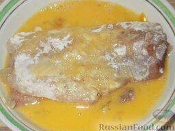 Минтай жареный по-калининградски: Смочить в яйце (также очень осторожно, чтобы наш