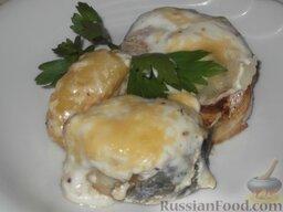 Скумбрия (минтай), запеченная в сметанном соусе