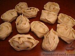 Тесто для мант: Чтобы тесто на манты не подсохло и не стало хрупким, сырые манты можно покрыть салфеткой.