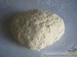 Тесто для пельменей: Замесить крутое, эластичное тесто (от краев к центру), постепенно подливая оставшуюся воду.