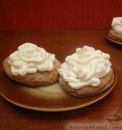 Крем из сливок: Крем для торта из сливок можно использовать сразу же, а можно дополнительно охладить в холодильнике.  Приятного аппетита!