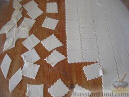 Тесто для бешбармак: Можно нарезать тесто для бешбармака на квадраты, разные фигуры или ромбы.