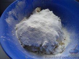 Начинка из печени: Добавить растительное масло и муку.