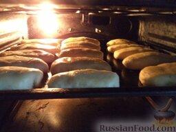 Начинка из печени: Противень поставить в духовку на среднюю полку, выпекать пирожки в разогретой до 200 градусов духовке до румяности (около 25-30 минут).