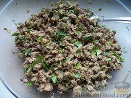 Начинка из печени: Перемешать печень с пассерованным луком и рубленой зеленью, добавив соль и перец. Начинка из печени готова!