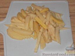 Антрекот: Как приготовить антрекот с гарниром:    Сначала подготовим гарнир.    Картофель очистить, вымыть и нарезать брусочками.