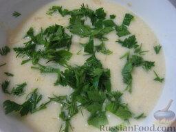 Говядина тушеная с овощами: Соус снять с огня и посыпать нарезанной зеленью петрушки и укропа.
